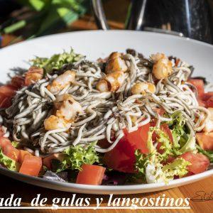 Ensalada templada de gulas y langostinos