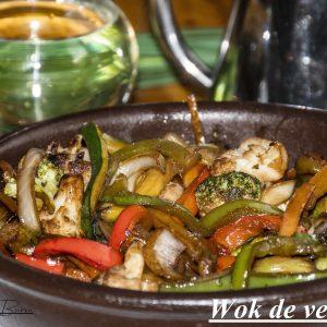 Wok de verduras frescas con salsa de soja
